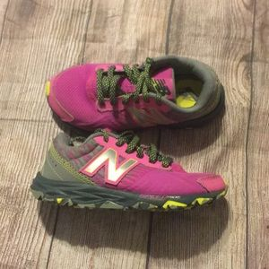 28adfad123 🌸New balance girls shoes great deal!!🌸